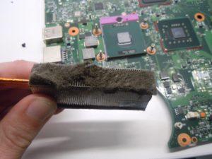 prašina laptop